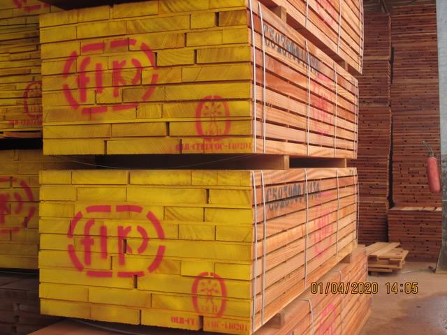 Sawn timber sapelli